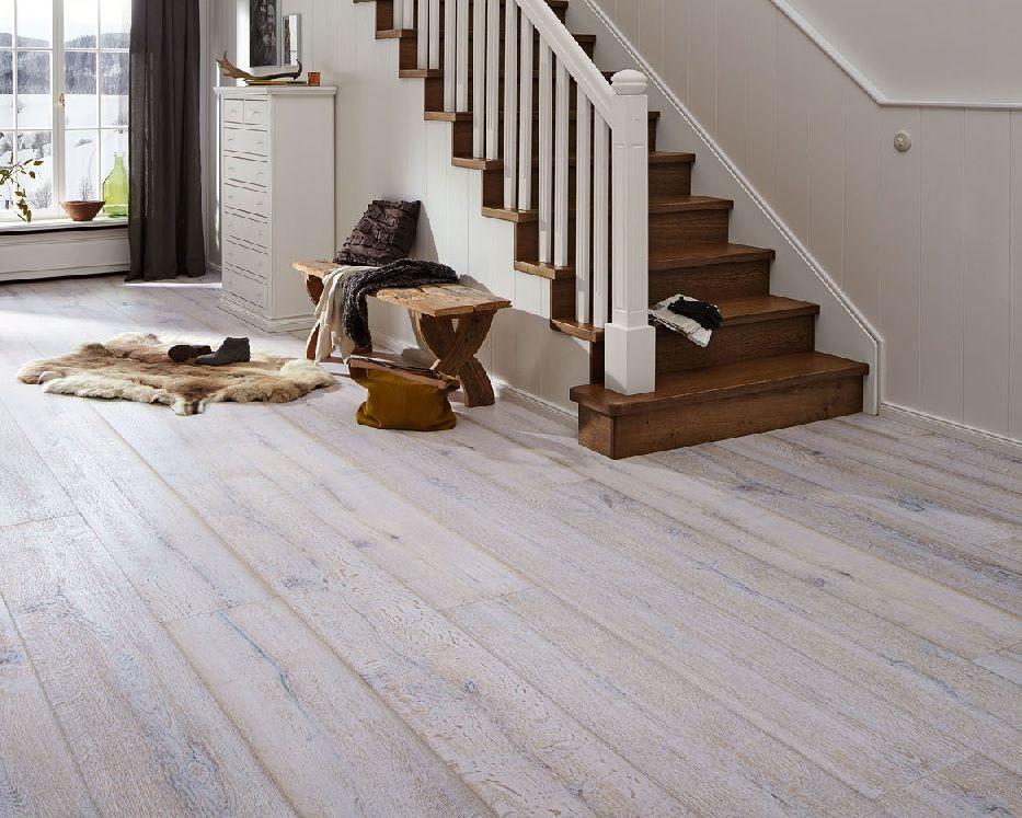 Houten Vloeren Vriezenveen : White wash houten vloer verkrijgbaar bij bebo parket vriezenveen