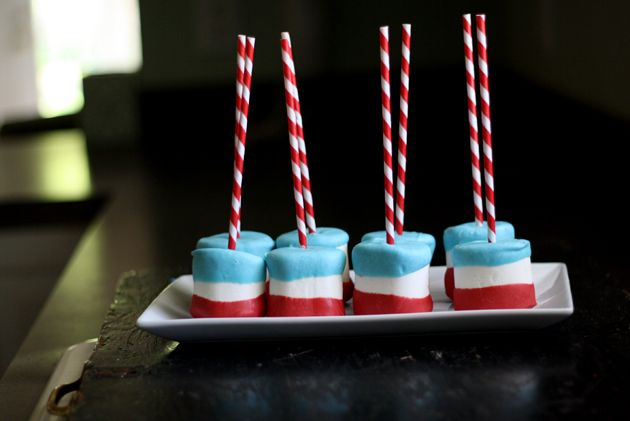 Sweet & simple 4th of July Marshmallow Pops! @wenderly