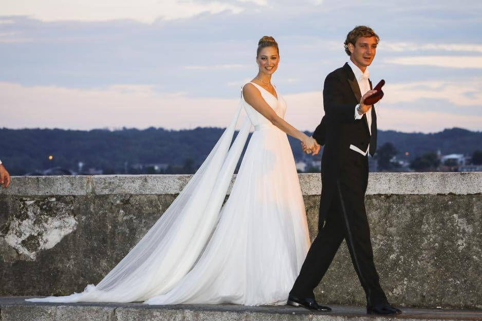 Pierre Casiraghi Hochzeit Der Brautkleider Wahnsinn Von Beatrice Borromeo Hochzeit Braut Brautkleid