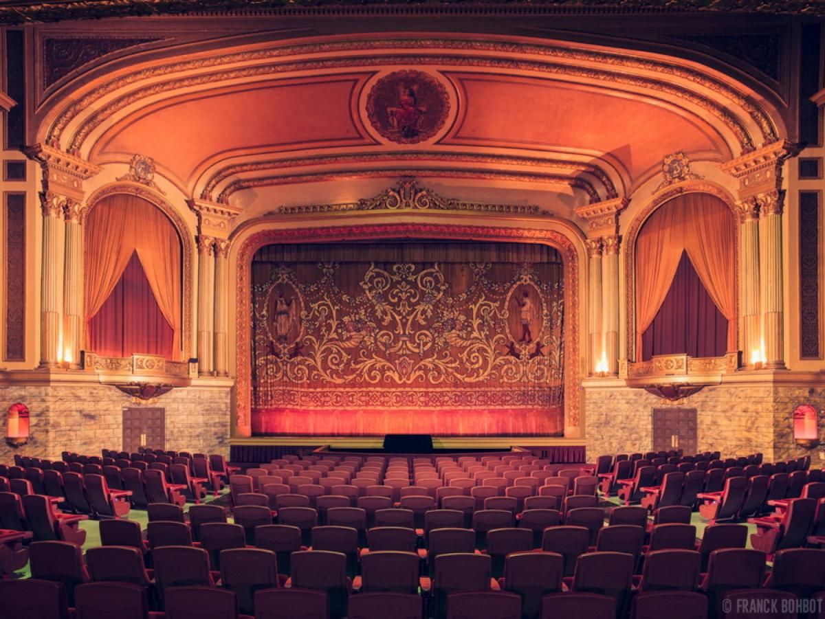 Stunning Photos Of Old Movie Theaters Theater Architecture Classic Movie Theaters Movie Theater