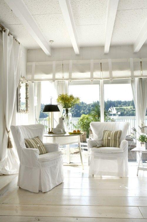 White slipcovers coastal style casas de playa casa for Decoracion de casas brasilenas