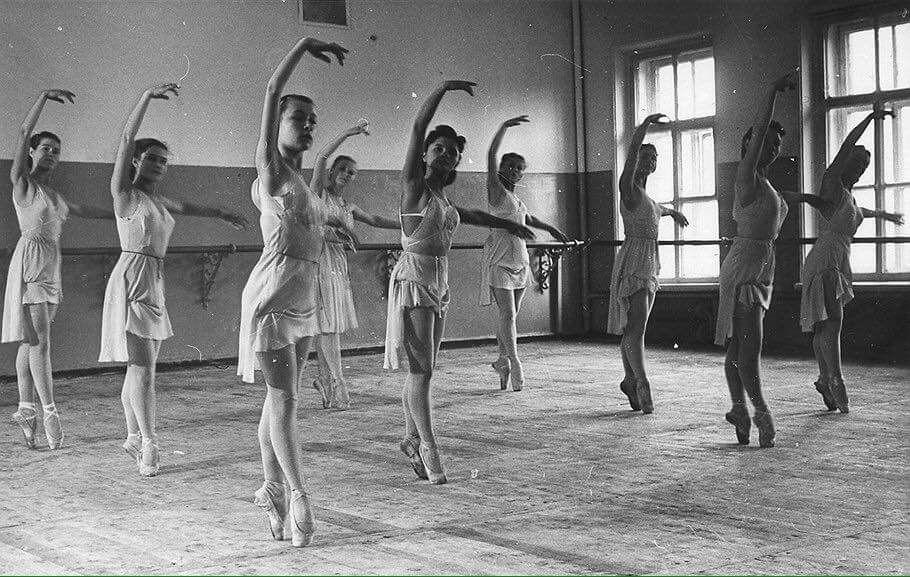 Ballet class Ballet lessons, Ballet history, Vaganova