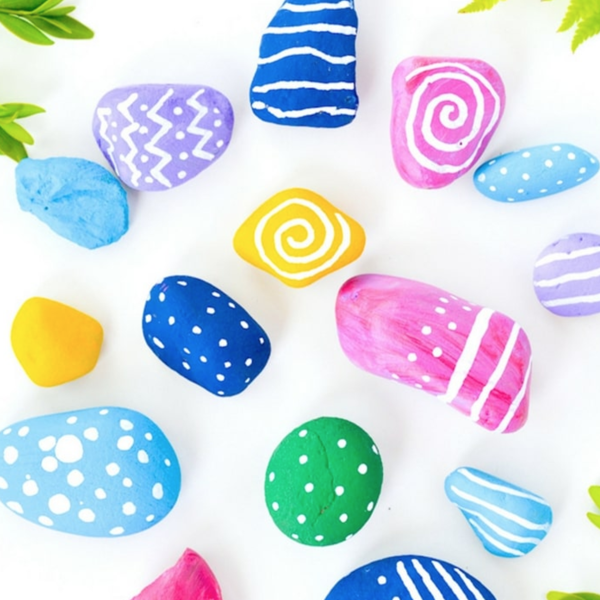 Here is a fun painted rock art craft to try out with the kiddos!     #AZ529 #Savings #ArtsAndCrafts #FamilyFun #PaintedRocks