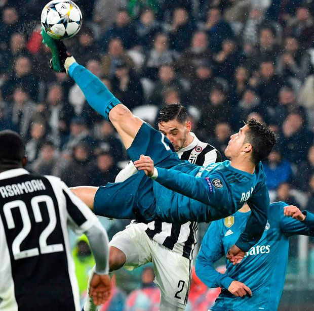 Ronaldo stunning Snapped: bicycle  scores kick Cristiano