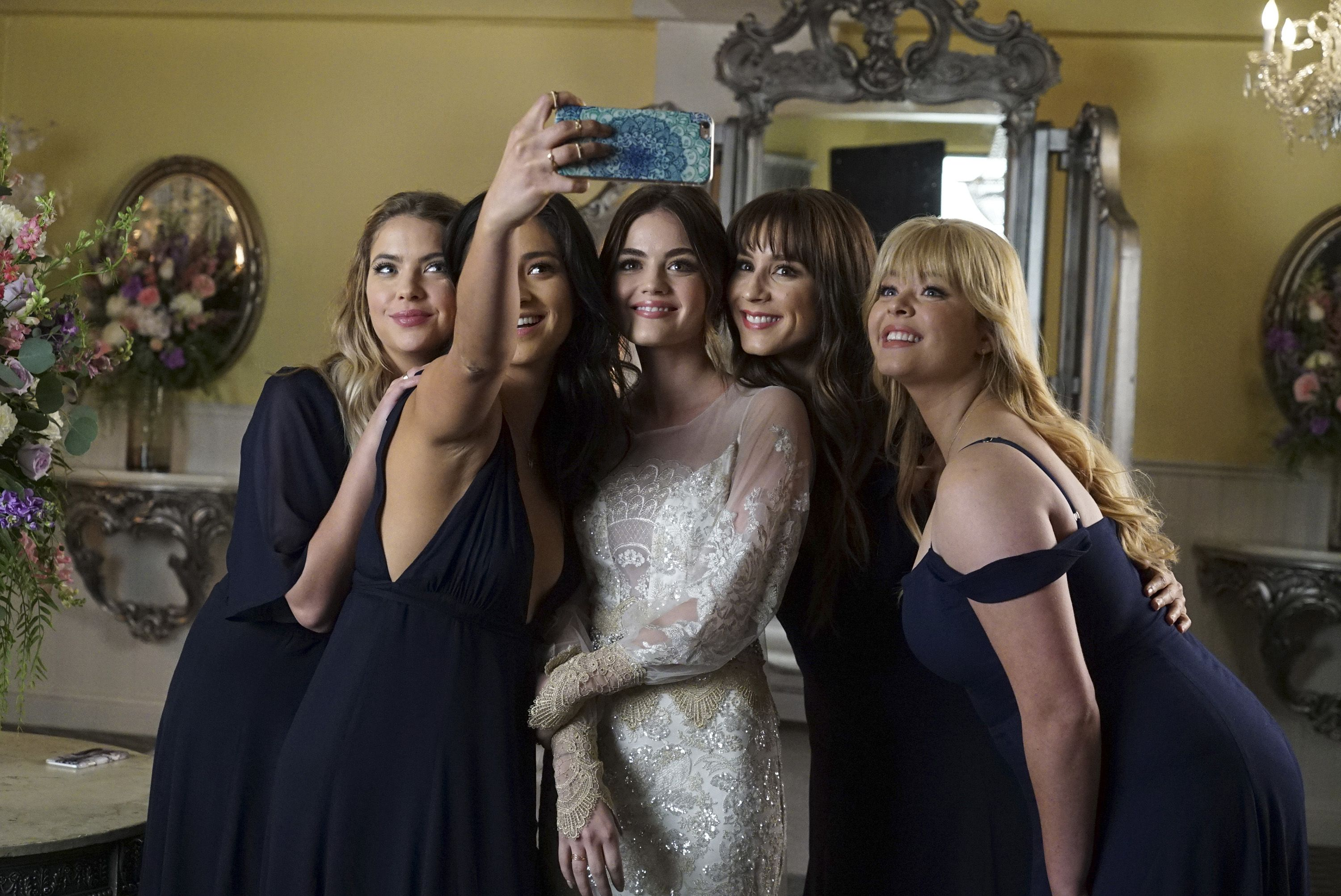 First Look Aria Is A Bridal Beauty In Pretty Little Liars Series