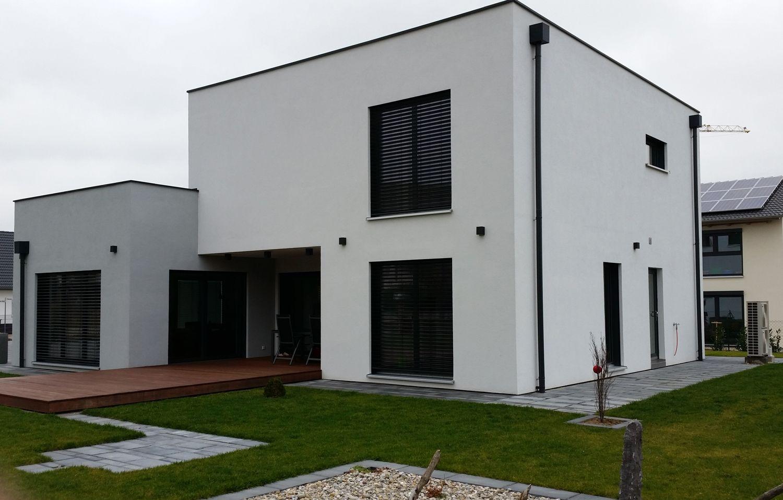Einfamilienhaus modern holzhaus flachdach modern fenster for Haus modern flachdach