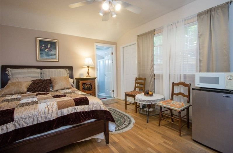 Sunshine LA BnB in Van Nuys, CA | B&B Rental