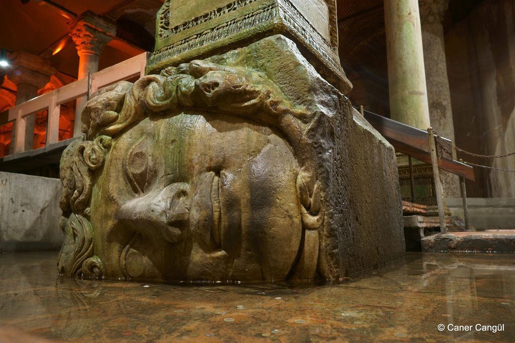 medusa basilica cistern yerebatan sarnıcı yerebatan