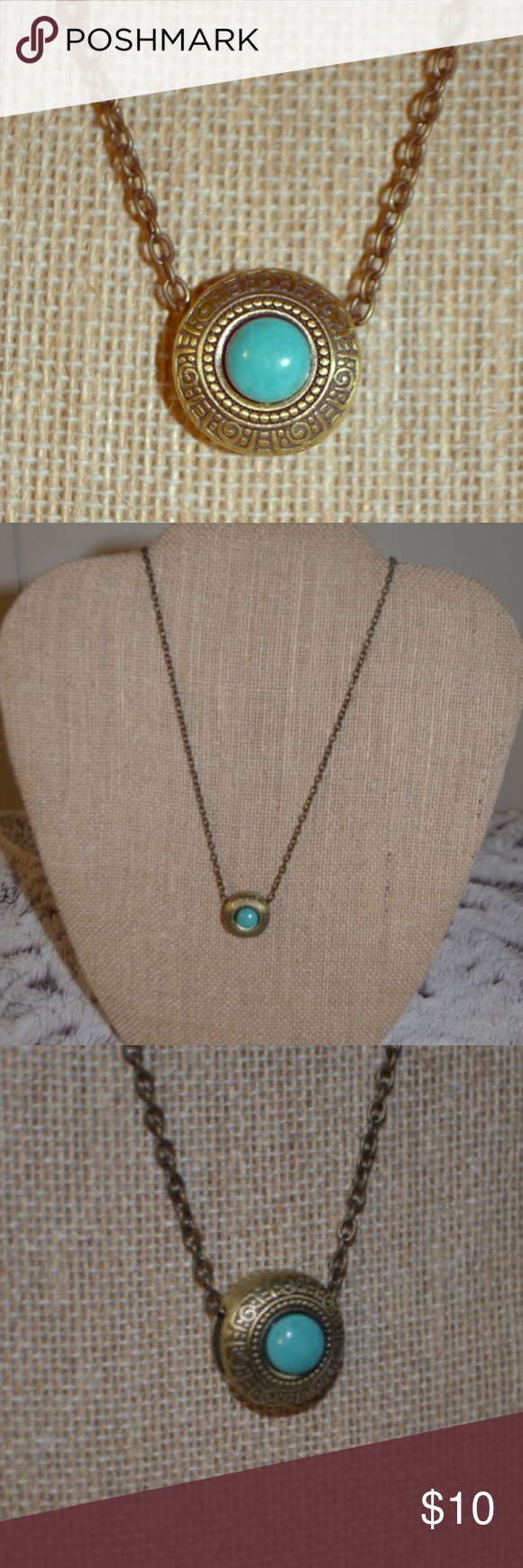 Bronze chain necklace with turquoise pendant Beautiful bronze chain necklace with turquoise pendant. Chain is 18 inches in length. Jewelry Necklaces