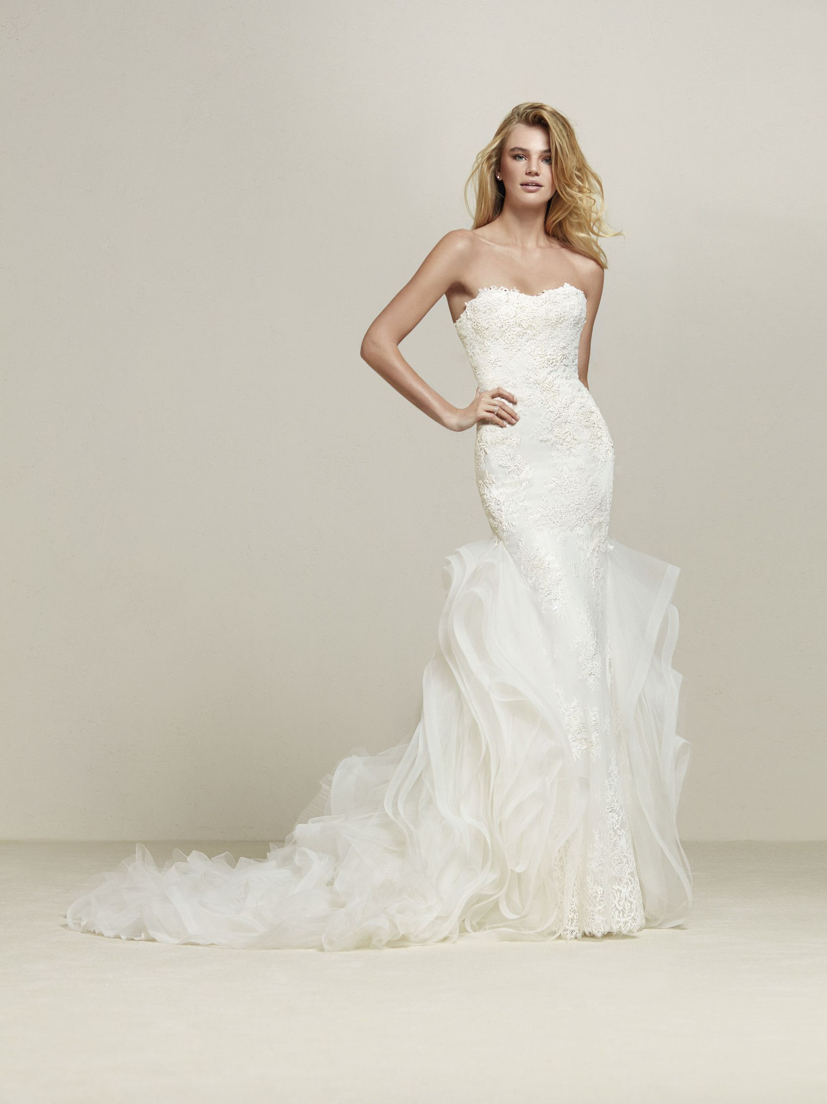Incredible strapless sweetheart neckline pronovias drimila wedding