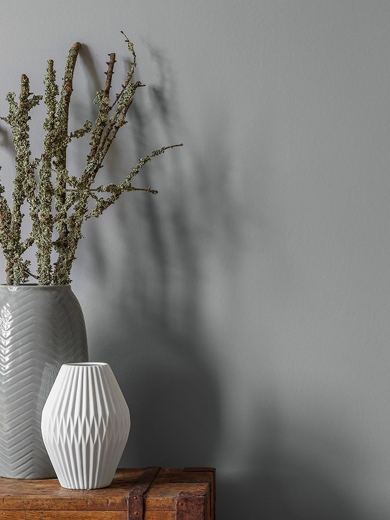 Zimmerfarbe stil premiumwandfarbe grau mittelgrau alpina feine farben nebel im