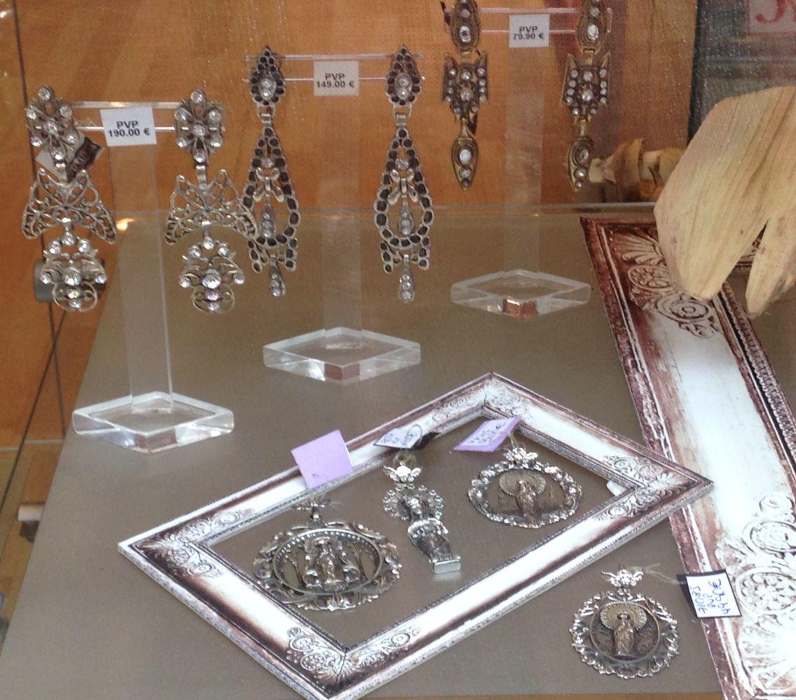 Pendientes y medallas para baturra en plata de ley