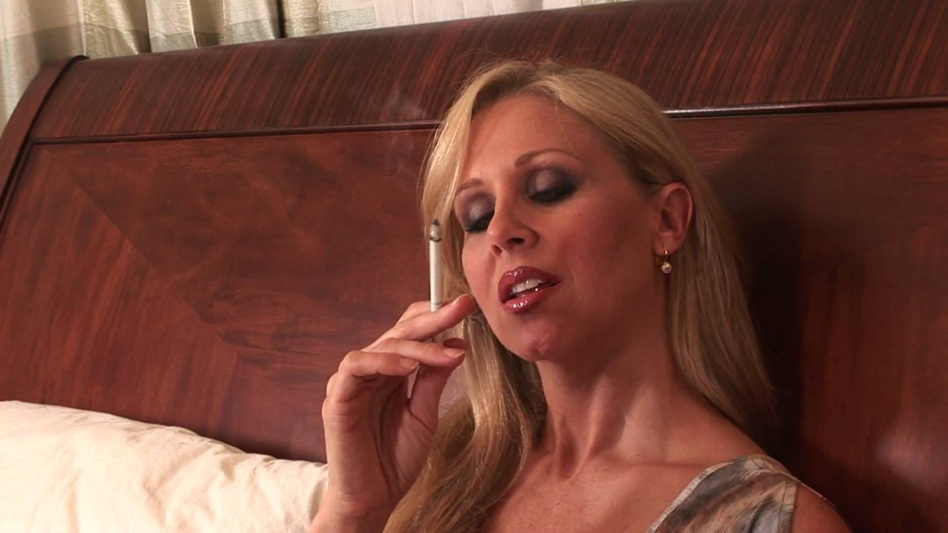 Kathy, dein smoking milf