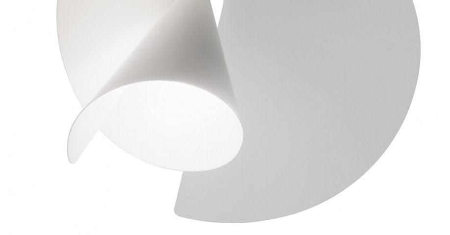 Ironica, giocosa, una spirale di luce, quasi una trottola che si libera nell'aria. Spiry (design by Giovanni Barbato, linea Axo Light) è una sospensione fortemente caratterizzata dal diffusore.