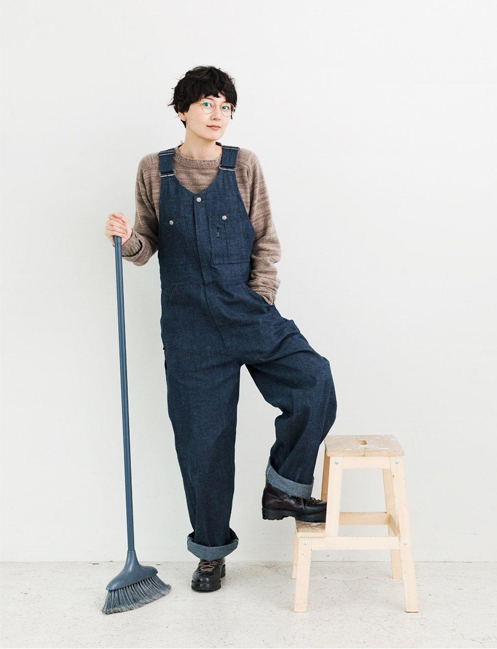 オーバーオールを着た菊池亜希子