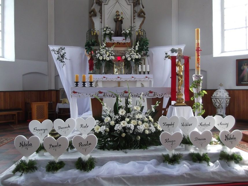 Pin by digi scrap on ihs pinterest communion church for Altar decoration for first holy communion
