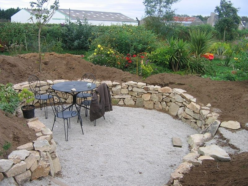 Un muret en pierre naturelle dans votre jardin | Muret terrasse en ...