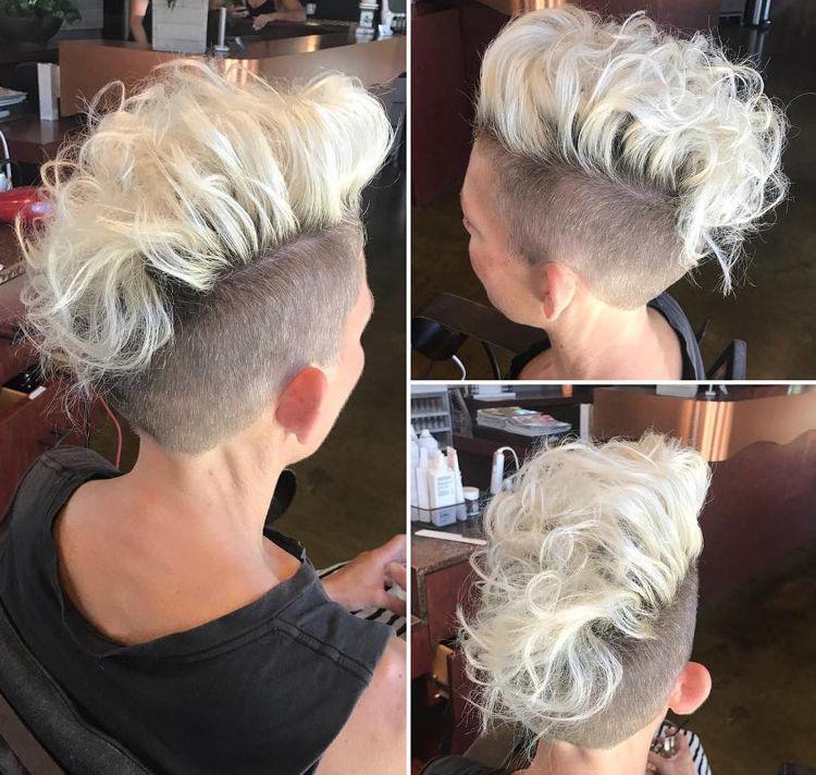 The Mohawk In Women More Popular This Is How The Hairstyle Looks Decoration Gram Undercut Frau Locken Frisur Irokese Haar Styling