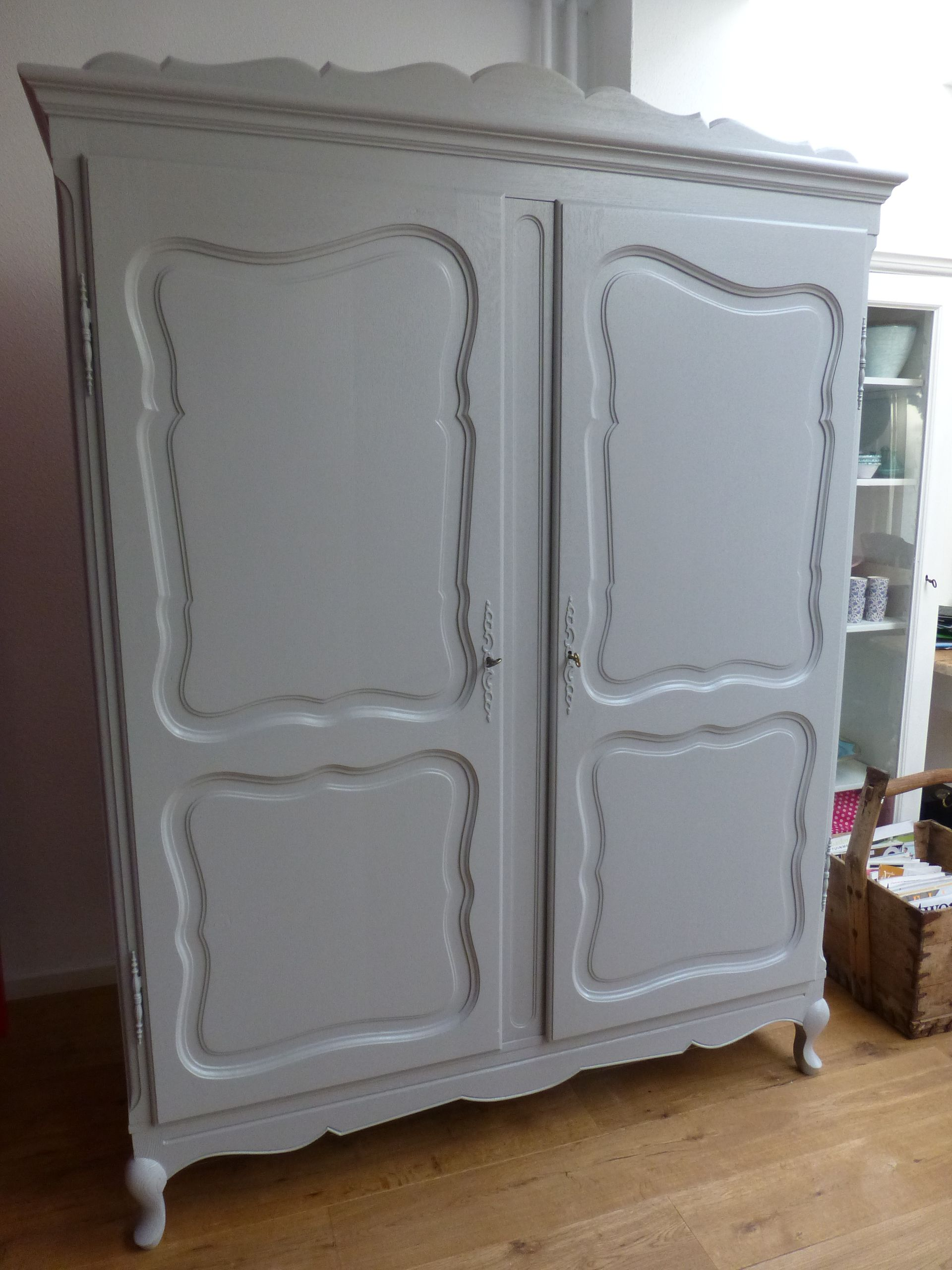 Grijze Brocante Kledingkastgrey Cabinetantique Furniture