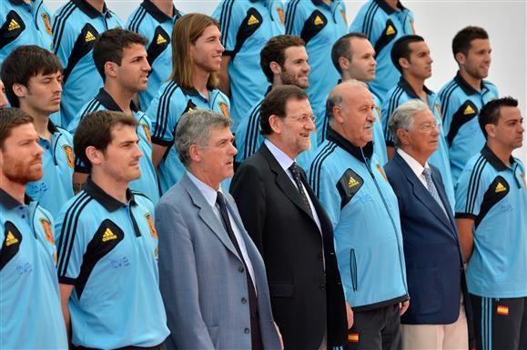 La incongruencia de la fecha FIFA: http://www.elenganche.es/2012/08/la-incongruencia-de-la-fecha-fifa.html#