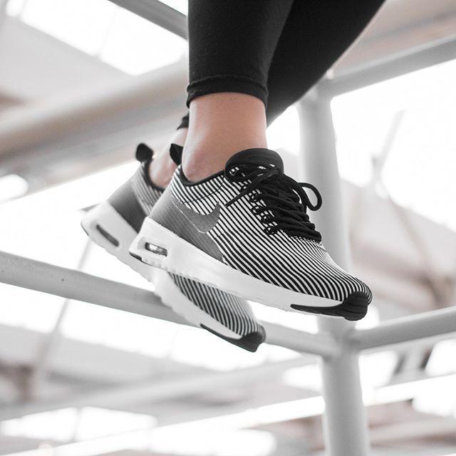 Nike WMNS Air Max Thea Jacquard (weiß / schwarz) - 43einhalb Sneaker Store  Fulda
