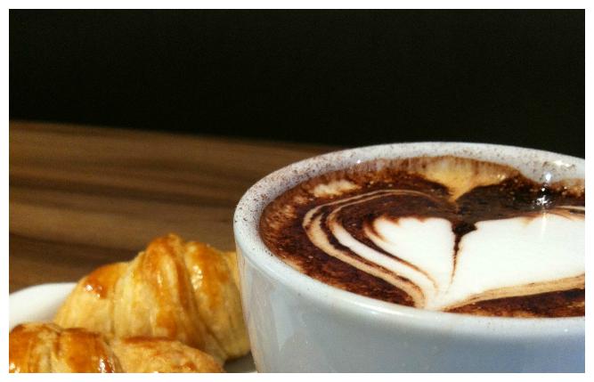 cappuccio e cornetto dolce nero #dolcenerocafes #floripa #florianopolis #cafeteria #coffeeshop #illy #cafesespeciais