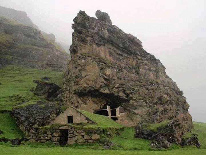 abandoned cottage in Iceland