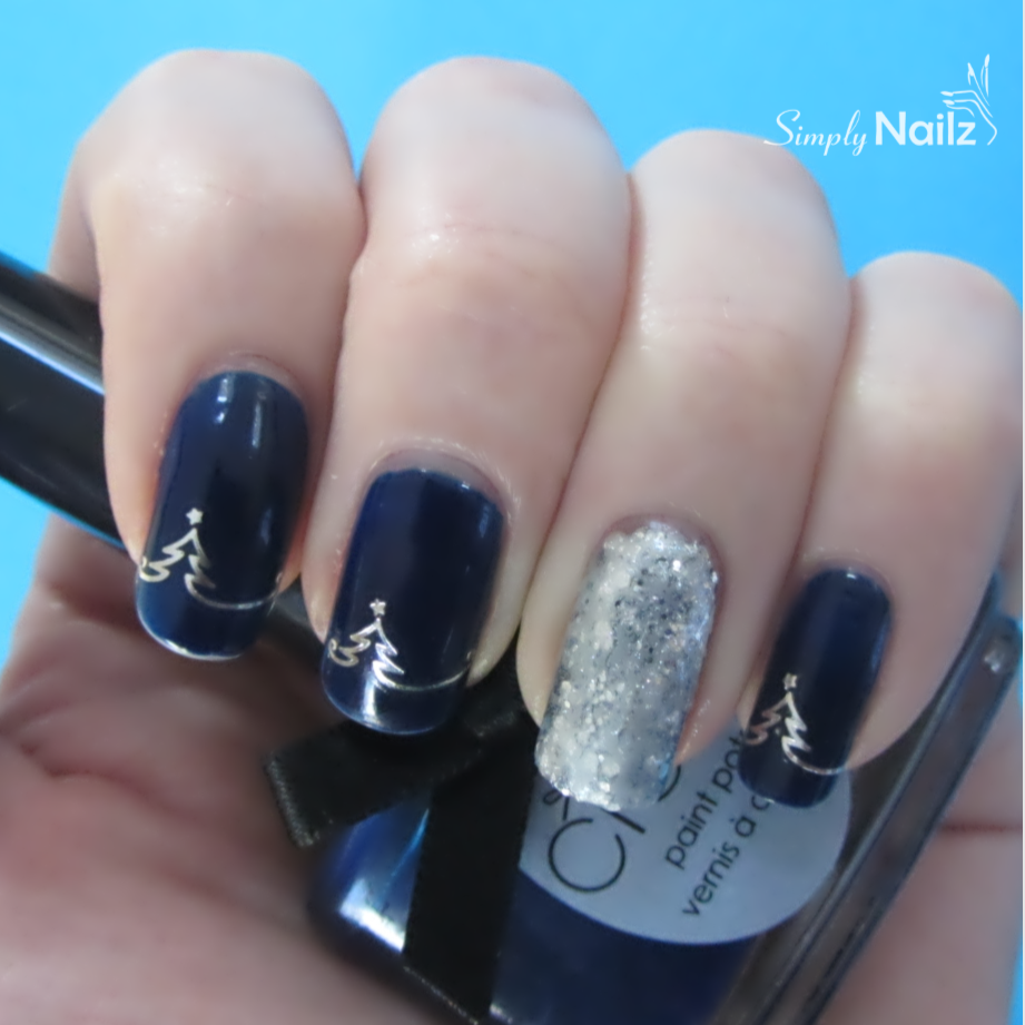 Create frosty themed Christmas nail designs with this deluxe gift ...