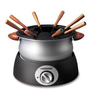 LAGRANGE - 349001 _ Service à fondue Classic vous permettra de réussir facilement toutes les fondues : à l'huile (Bourguignonne), au bouillon (Chinoise ou Vigneronne), au fromage (Savoyarde, Suisse) - Cuve alu avec revêtement intérieur anti-adhésif - Thermostat réglable - Poignées en bois verni - Voyant lumineux - 8 fourchettes avec manches en bois - Support fourchettes en thermoplastique.