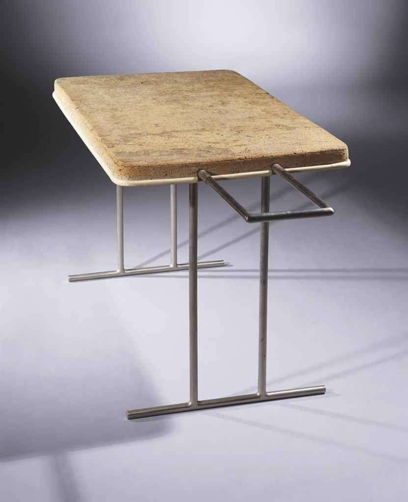 Eileen Gray 1879 1976 Table Bureau Vers 1926 1929 Le Plateau En Liege De Forme Rectangulaire Aux Angles A Table Bureau Objet Decoration Mobilier De Salon