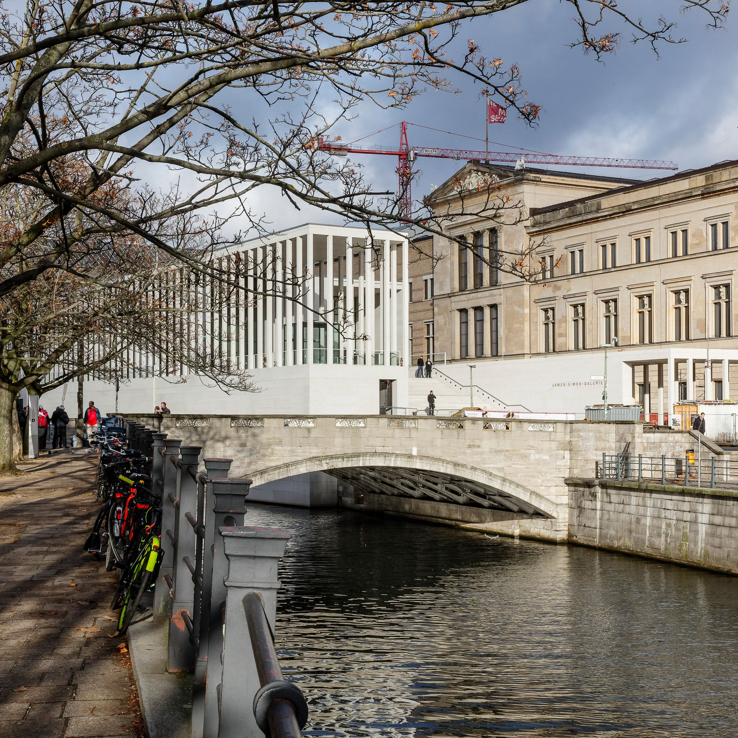 David Chipperfield Completes Colonnaded Stone Gallery At Entrance To Berlin S Museum Island Dr Wong Emporium Of Tings Web Magazine David Chipperfield Architects Museum Island Landscape And Urbanism