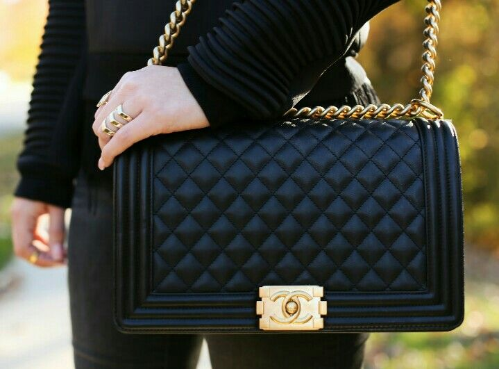 bfb7c0f78ff Chanel bag. Gold chain. Just love... From Carli Bybel s blog page ...