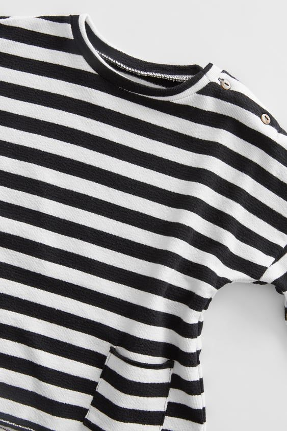 Round Neck Long Sleeve Shirt. Front Patch Pockets. Striped Print.