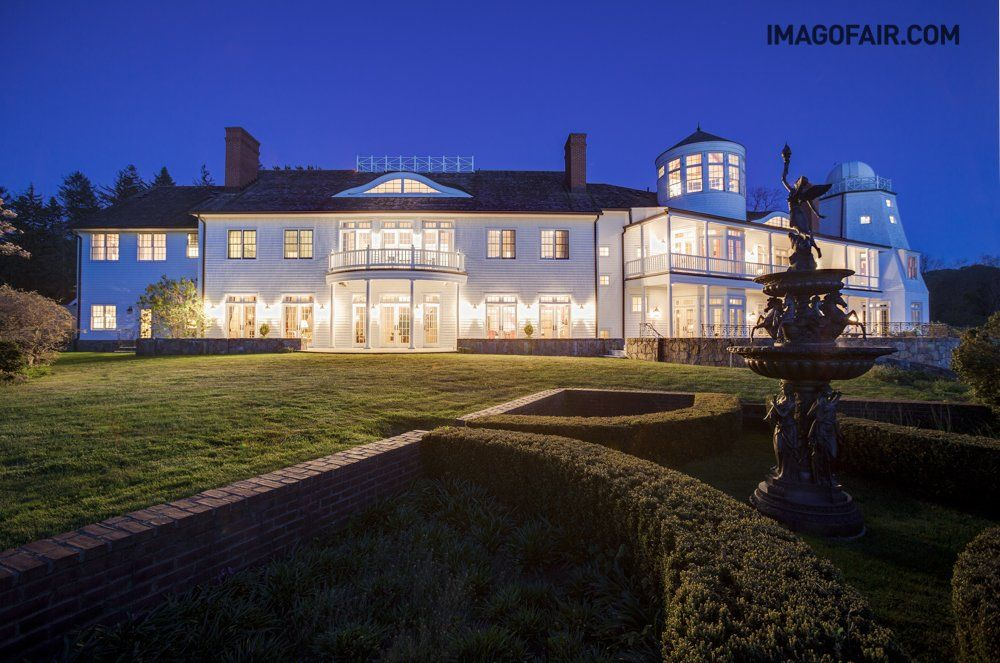 A Majestic Long Island Estate With 2 Vineyards Is On Sale For $26.5 Million - Someone will be very to lucky to own this house.