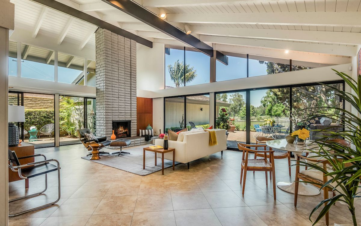 1969 Long Beach Midcentury With Wet Bar Asks 899k With Images