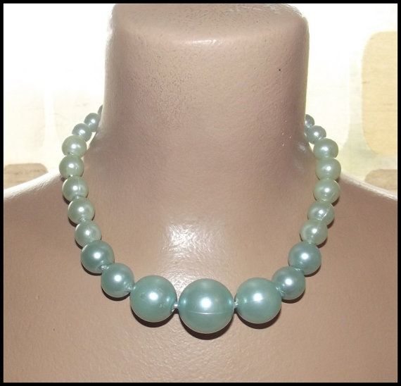 Excellent Condition /& Color VintageRetro Costume Jewelry 1950/'s WHITE PEARL LOOK Necklace circa 1950