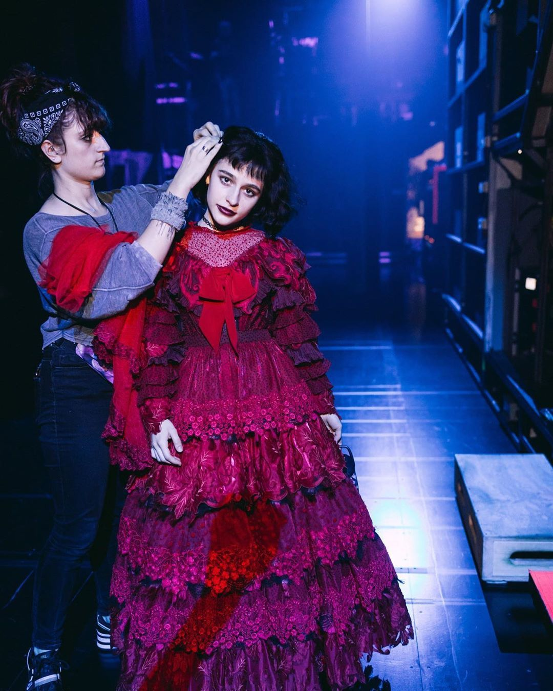 𝐁𝐫𝐨𝐚𝐝𝐰𝐚𝐲 𝐂𝐨𝐧𝐭𝐞𝐧𝐭 On Instagram Here Comes The Bride Here Comes The Brideeee Photography Broadway Costumes Beetlejuice Lydia Beetlejuice