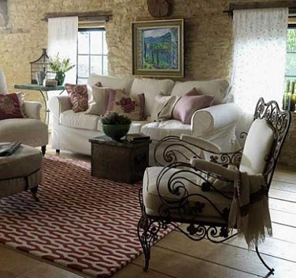 Sal n de estilo provenzal con sill n fuente decoraci n Decoracion provenzal