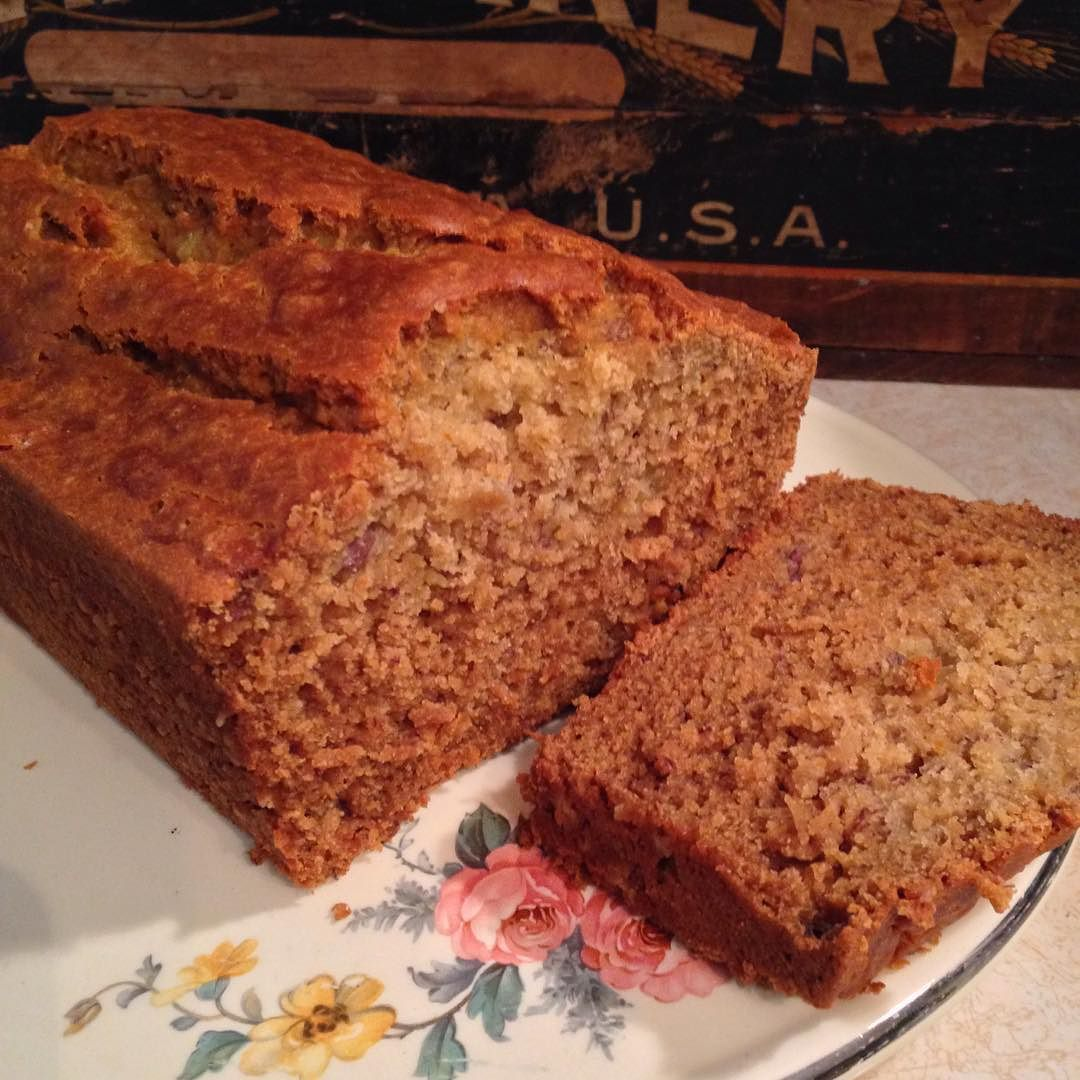 Mmm the whole loaf  #bananabread #glutenfreebaking #glutenfreelife #glutenfree #glutenfreefollowme #kingarthurflour #sodelicious #whatcanibakenext by cricket027