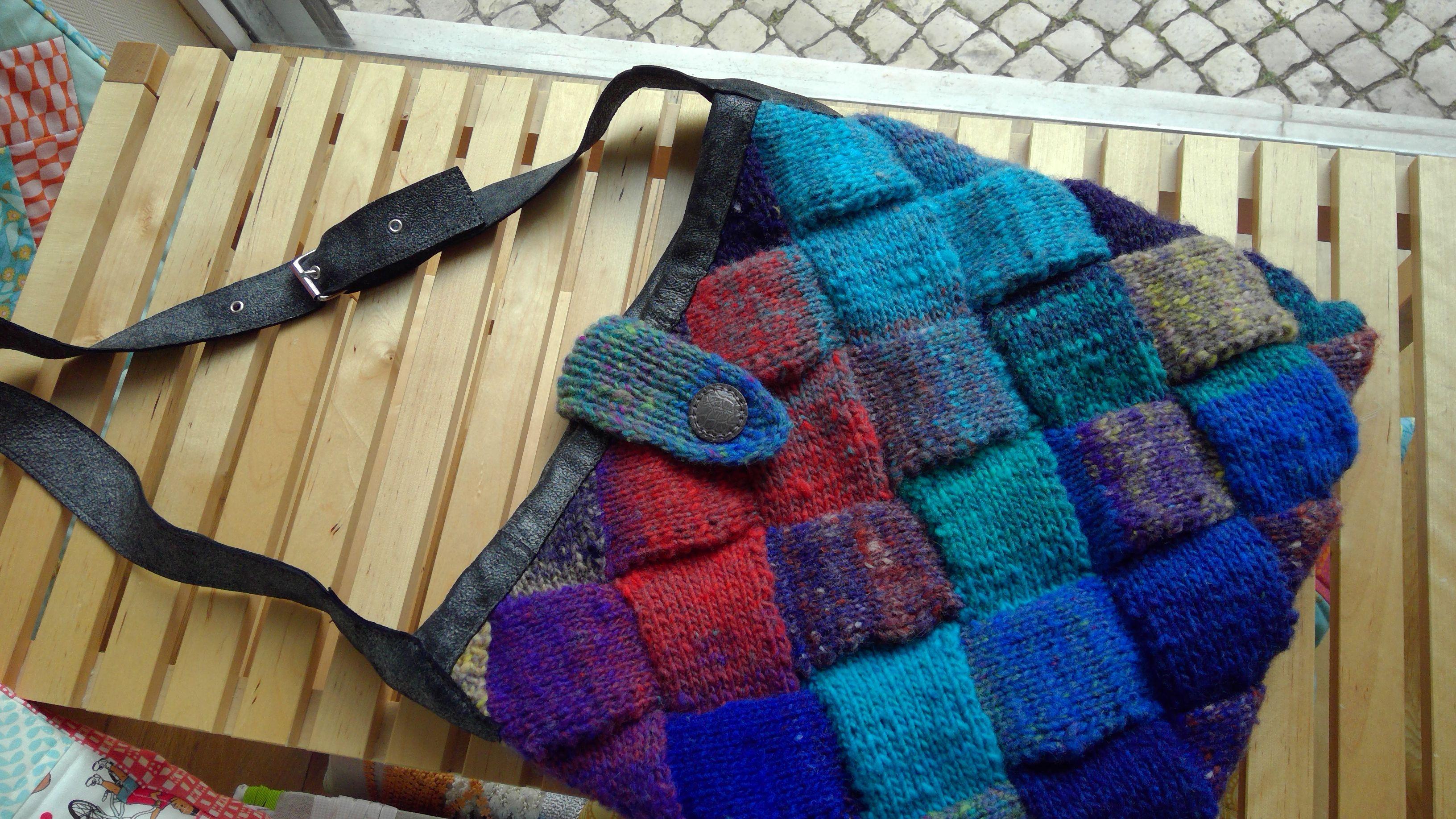 Dotquilts knitting class. Entrelac bag with leather handle.  Das aulas de tricot na Dotquilts: saco em entrelac com alça de couro. #entrelac #circularentrelac #entrelacknitting #dotquilts