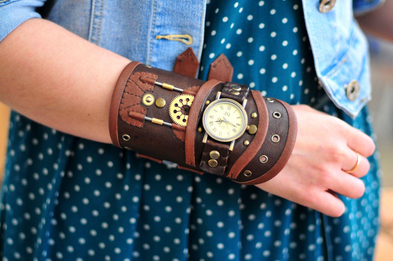 Leather steampunk watch by LullisCraft on Etsy https://www.etsy.com/ca/listing/294122997/leather-steampunk-watch