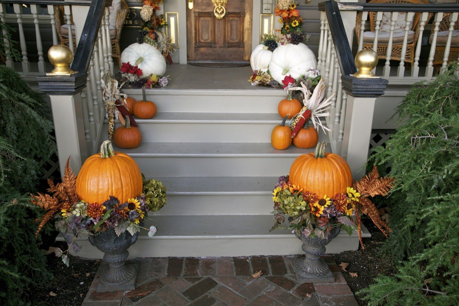 Natural Exterior Halloween Decoration Ideas with Cool Pumpkins - Halloween House Decorating Ideas Outside