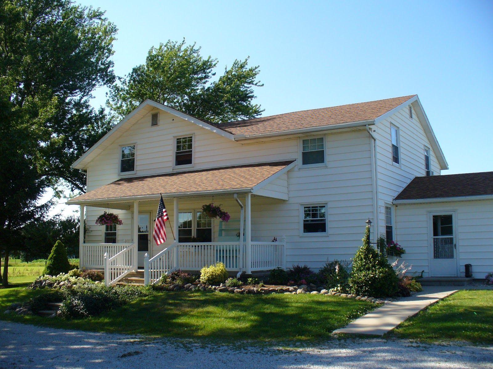 Cream Siding Trim Facia Brown Orange Roof Like Ours House Exterior Exterior House Colors Roof Colors