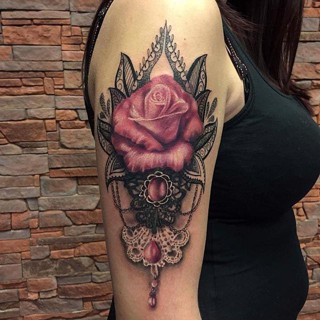 shoulder rose baroque tattoo baroque tattoos pinterest tatouages tatouages femme et. Black Bedroom Furniture Sets. Home Design Ideas