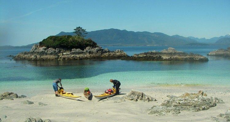kayakingbrokengroupislands Canada towns, Adventure travel