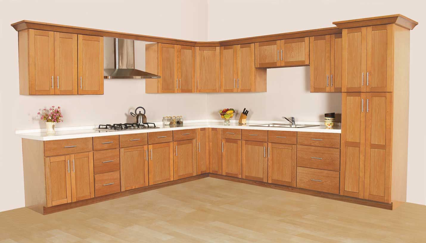 Simple Lines And Stylish Oak Looks Create A Traditional Style With Modern Appeal All Wood Con Menards Kitchen Cabinets Simple Kitchen Cabinets Menards Kitchen