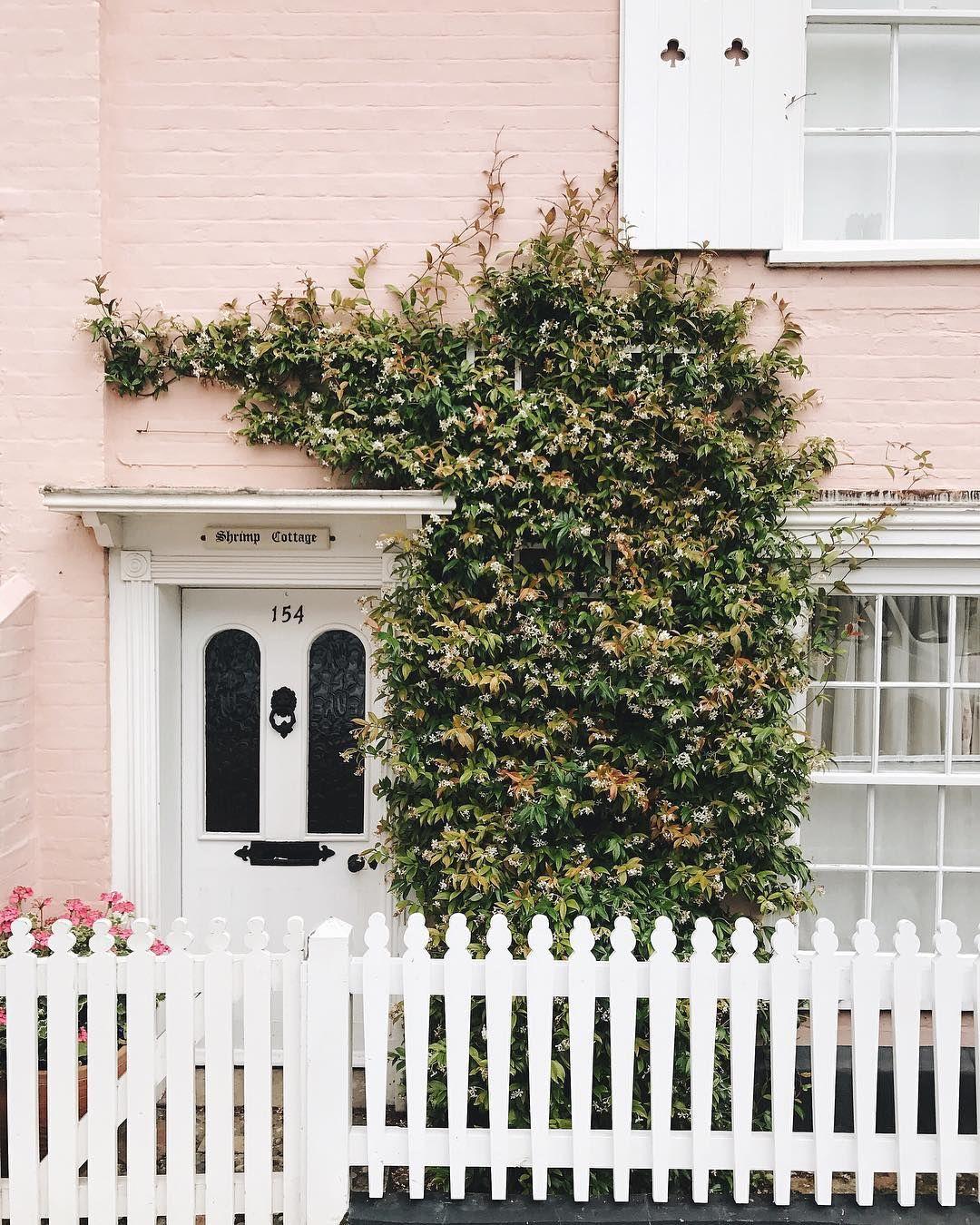 Pink Cottage In Aldeburgh Suffolk England Cottage Garden Boundary Walls Cottage