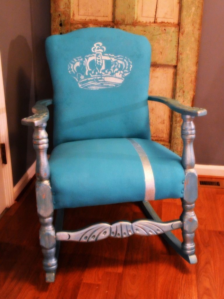 Chalk Painted Fabric Chair Makeover #paintfabric