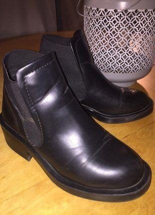 À vendre sur #vintedfrance ! http://www.vinted.fr/chaussures-femmes/bottes-and-bottines/26139431-bottines-noir-zara-taille-36