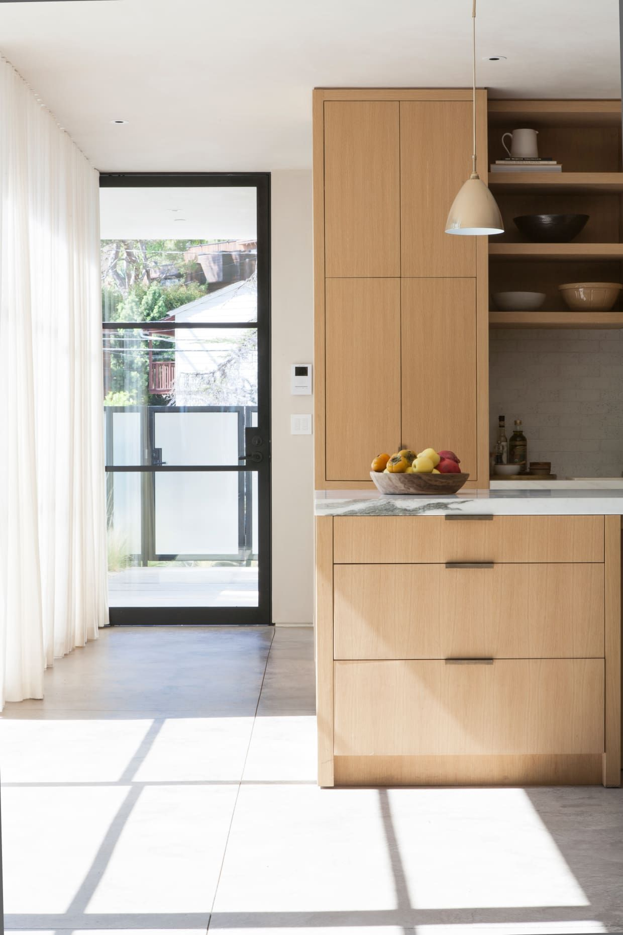 Easygoing Vibes Fill This Stunning Los Angeles Home Light Wood Kitchens Modern Kitchen Design Disc Interiors